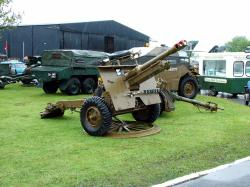 British 25 pounder Gun and Morris C8 Quad Tractor